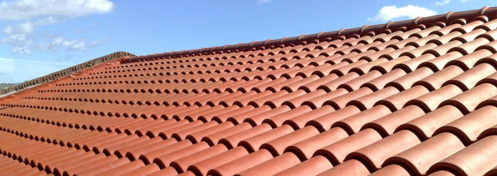 Tejas de barro rojo for Materiales para techos de casas